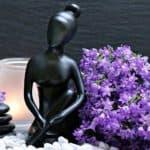 Deko Schwarz mit einer Skulptur