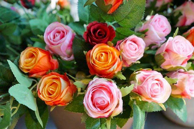 Kunstblumen-Rosen-Blumengesteck