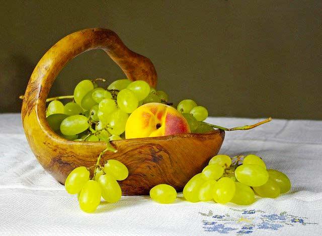 Olivenholzschale mit Obst