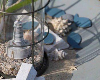 Ein Leuchtturm als Windlicht zur maritimen Deko
